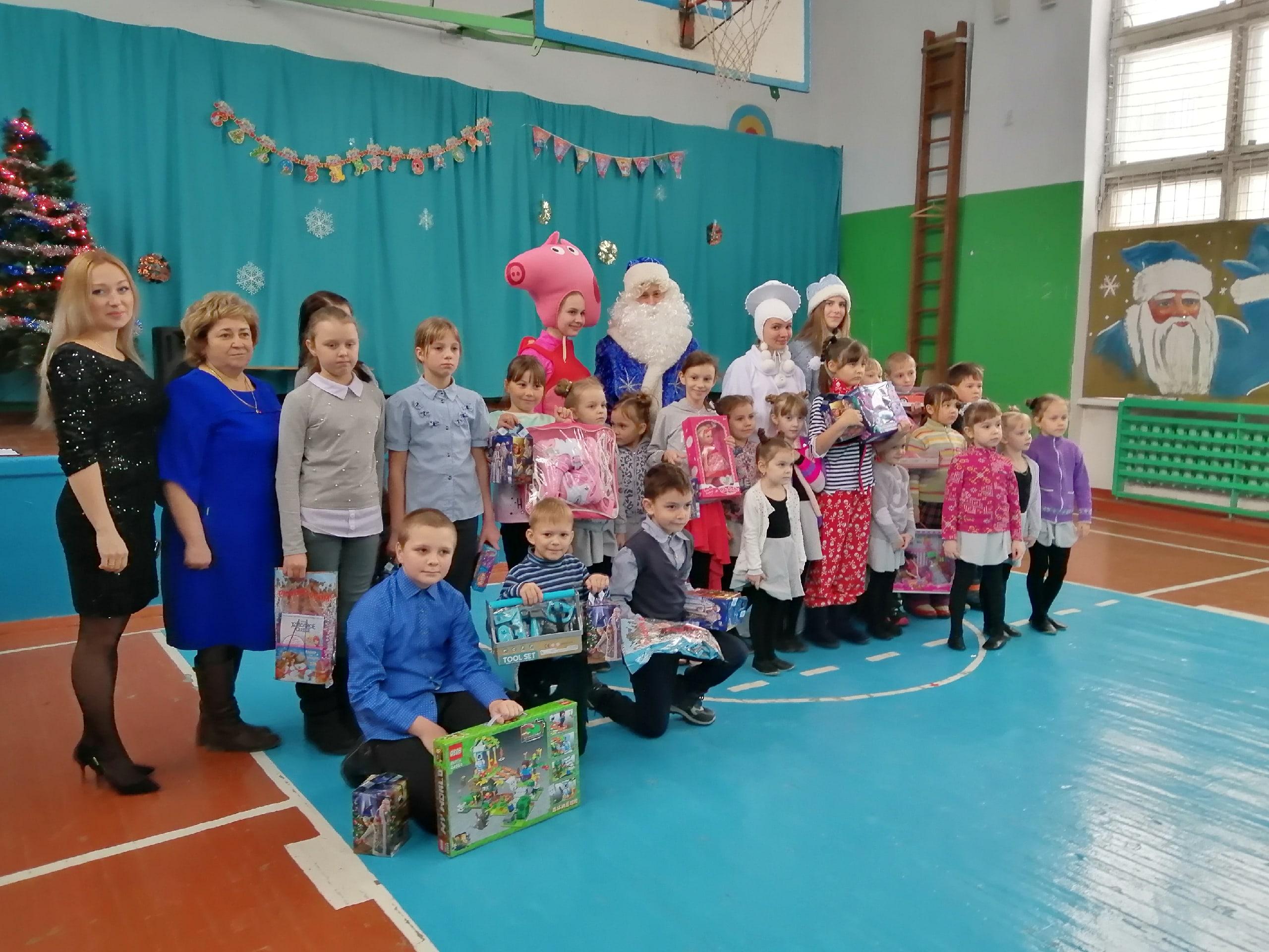Тридцать миньярских детей в канун Нового года смогли поверить в чудо